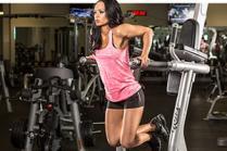 Вежби за тонирање на рацете со помош на фитнес опрема